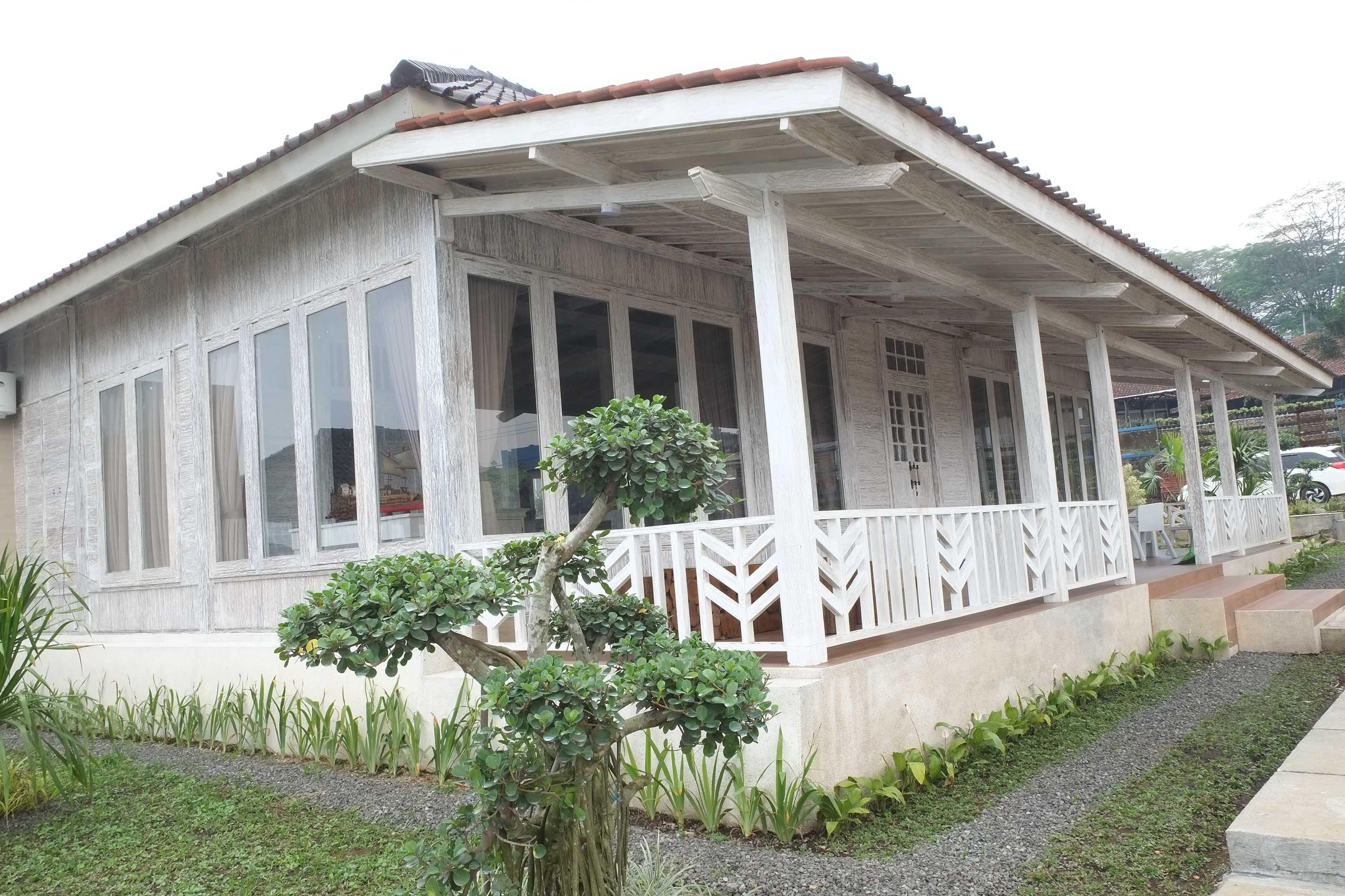 Iugo Design Villa At Lembang Bandung Bandung Side View Klasik  10383