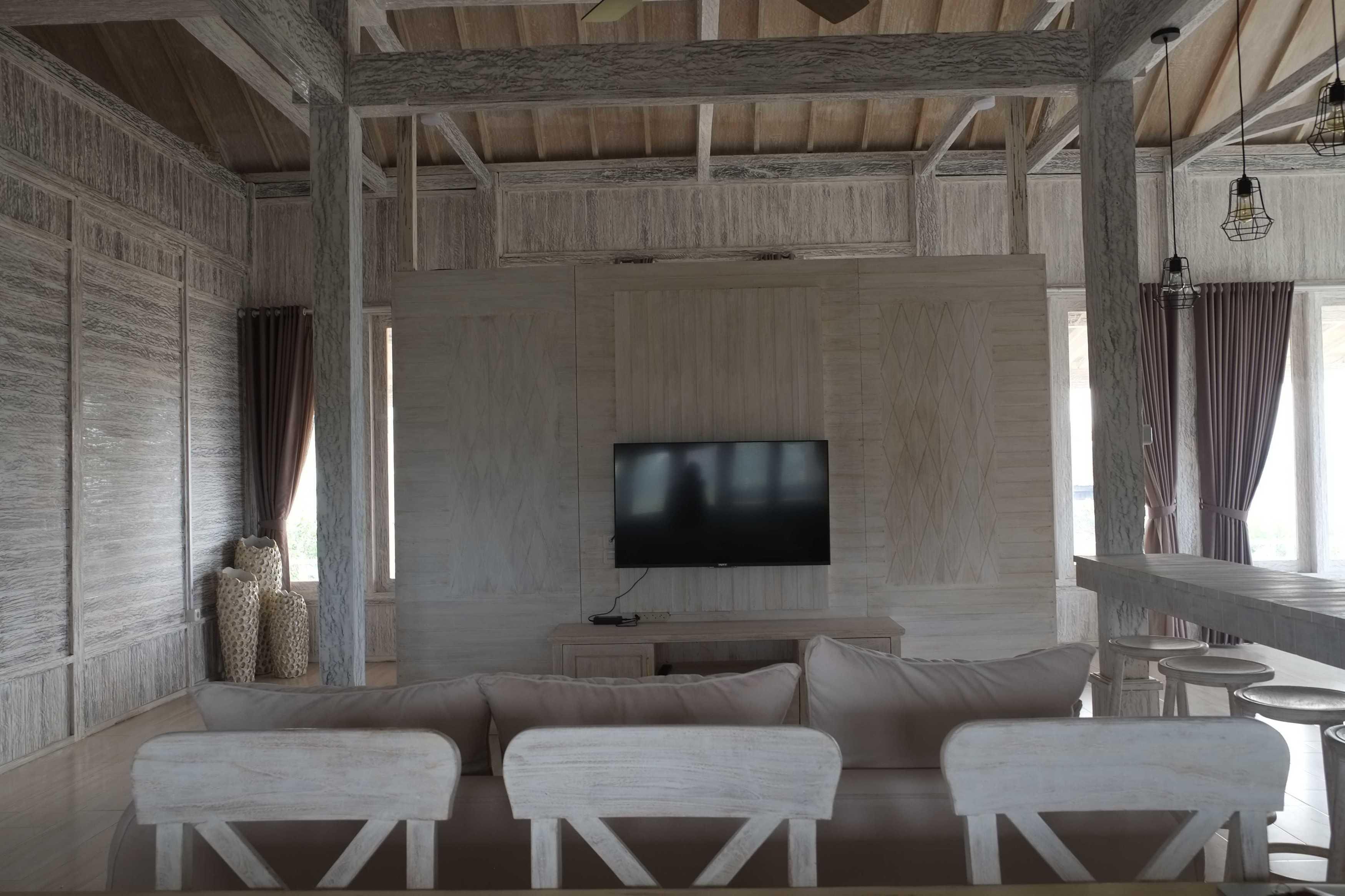 Iugo Design Villa At Lembang Bandung Bandung Livingroom Klasik  10385