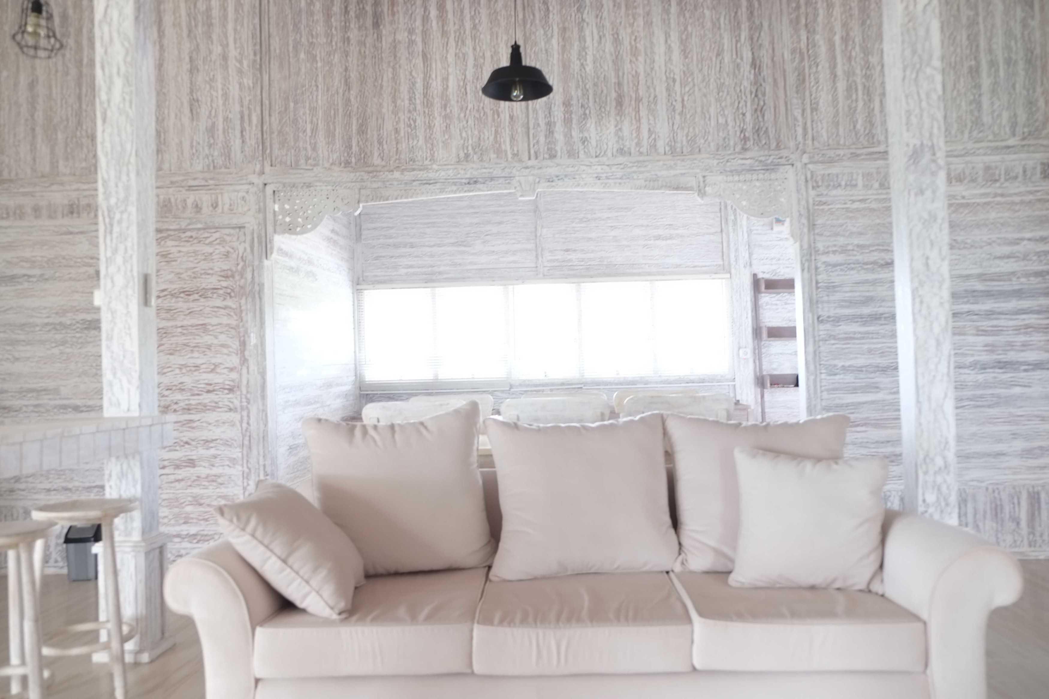 Iugo Design Villa At Lembang Bandung Bandung Livingroom Klasik  10386
