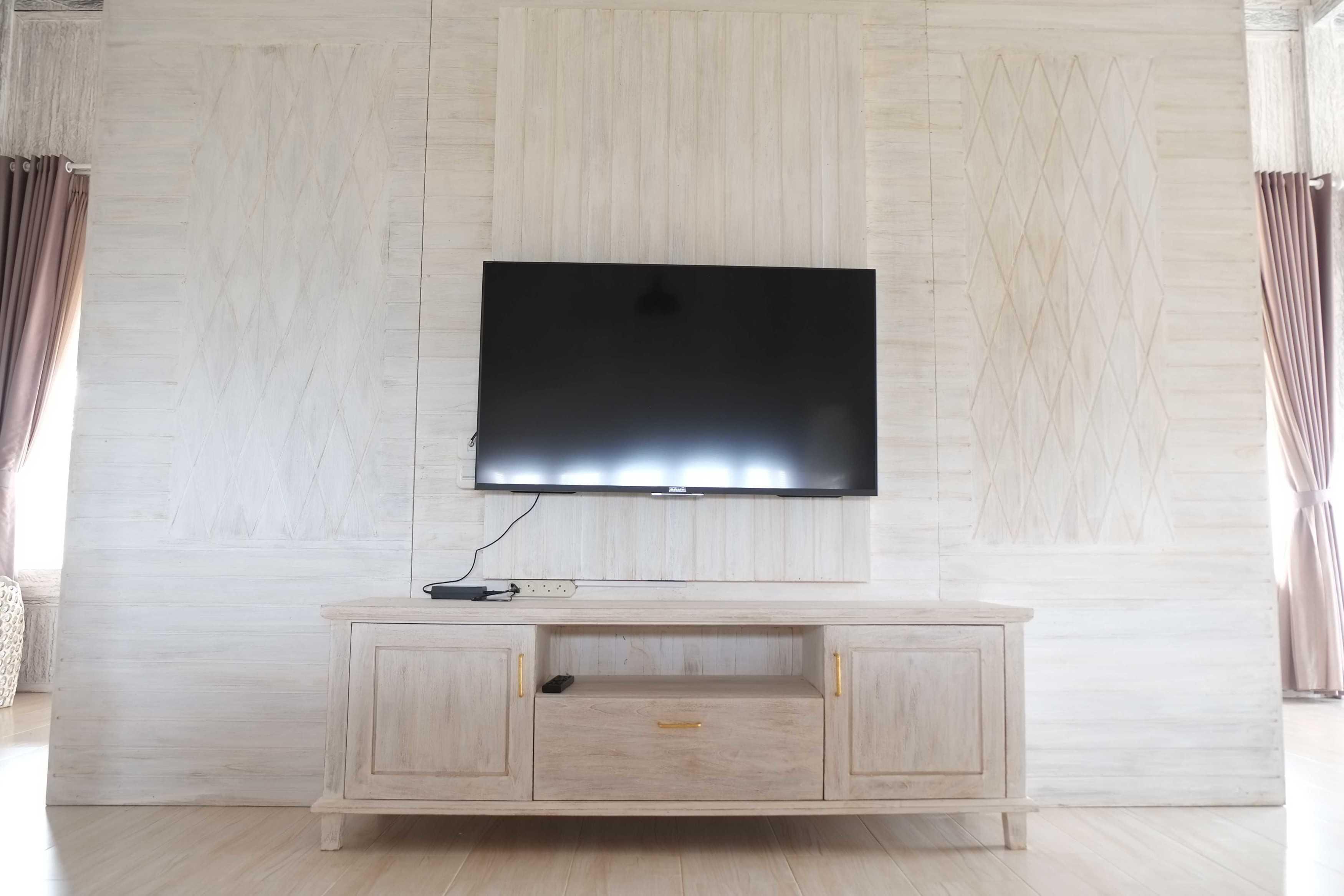 Iugo Design Villa At Lembang Bandung Bandung Livingroom Klasik  10387