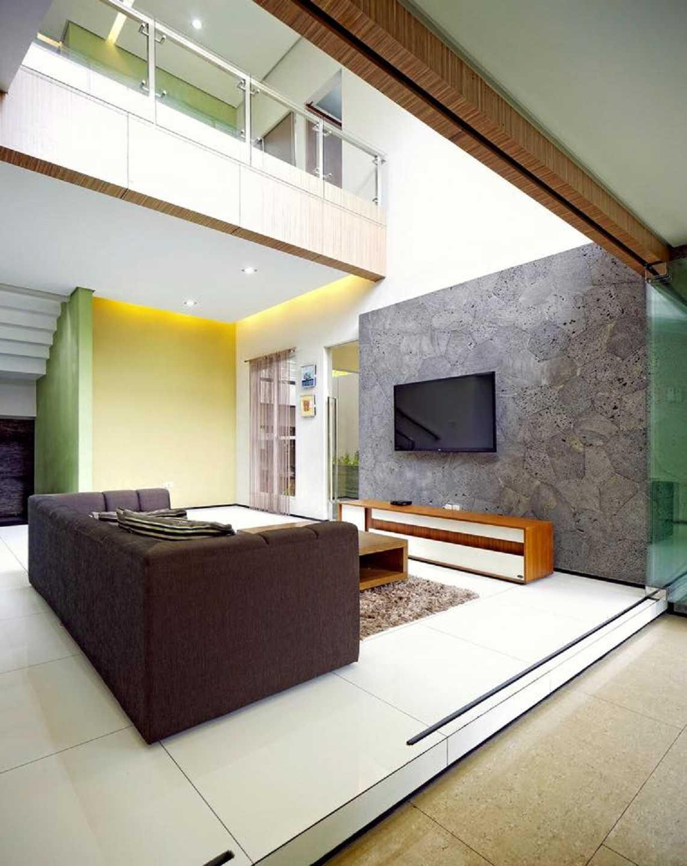 Hbarsitekplus Sagan House Yogyakarta, Indonesia Yogyakarta, Indonesia Family Room   10769