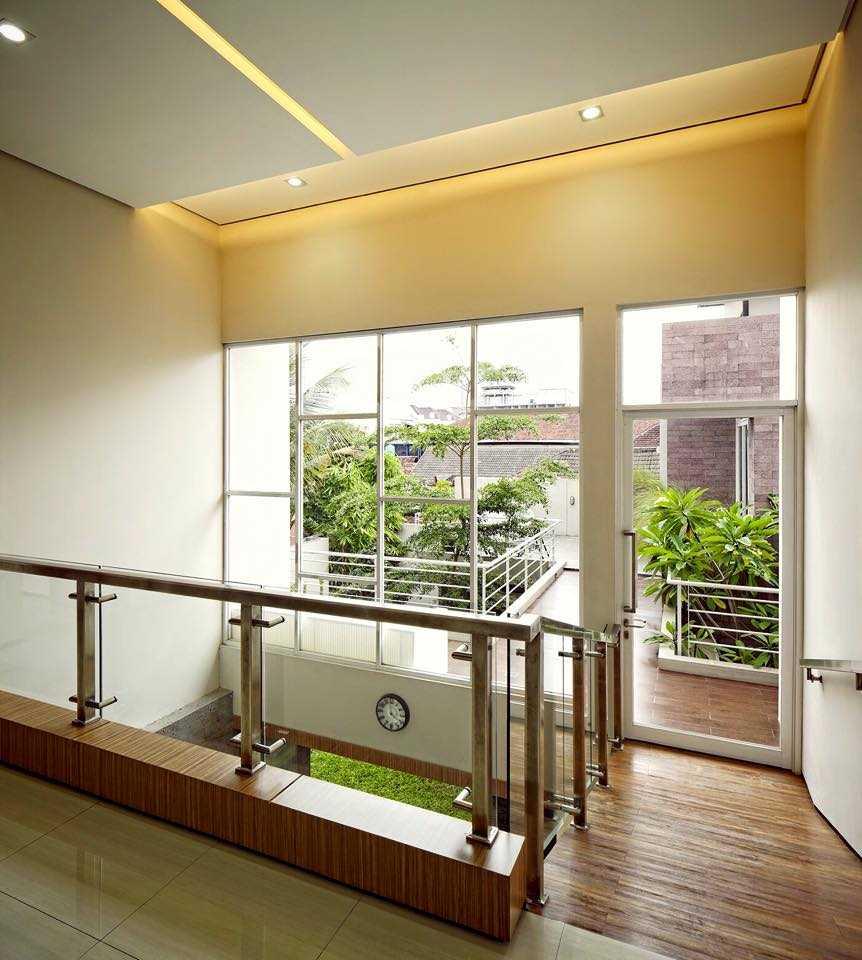 Hbarsitekplus Sagan House Yogyakarta, Indonesia Yogyakarta, Indonesia Stairs Tropical  10775