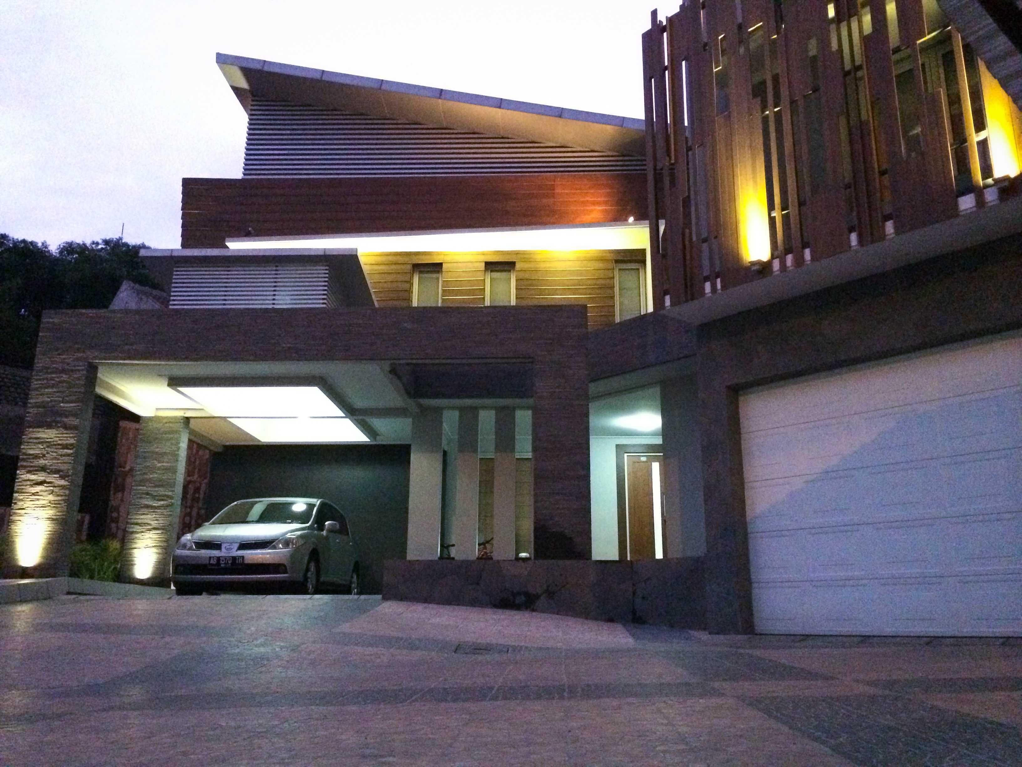 Hbarsitekplus Rumah Minggiran Yogyakarta Yogyakarta Front View Kontemporer  15237