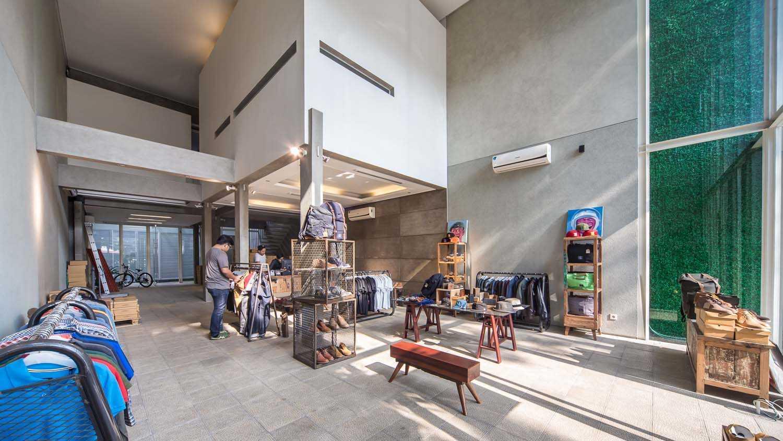 Rdma Sixpax Hq Jl.trunojoyo, Bandung Jl.trunojoyo, Bandung Display Area Modern  16009
