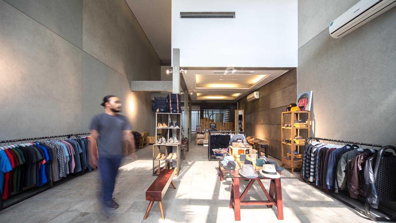 Rdma Sixpax Hq Jl.trunojoyo, Bandung Jl.trunojoyo, Bandung Display Area Minimalis,tropis,industrial,glass,modern  16016