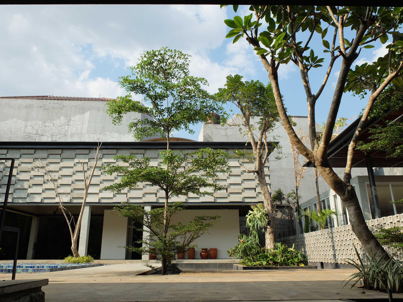 Rdma Adma Provence Jl.abadi-Geger Kalong, Bandung Jl.abadi-Geger Kalong, Bandung Front View Tropis,modern  18941
