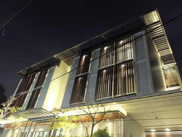 Rdma Fulmar House Jl.babakan Jeruk-Pasteur, Bandung Jl.babakan Jeruk-Pasteur, Bandung Facade Tropis,modern  18967