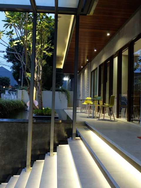 Rdma Fulmar House Jl.babakan Jeruk-Pasteur, Bandung Jl.babakan Jeruk-Pasteur, Bandung Entrance Stairs Tropis,modern  18977