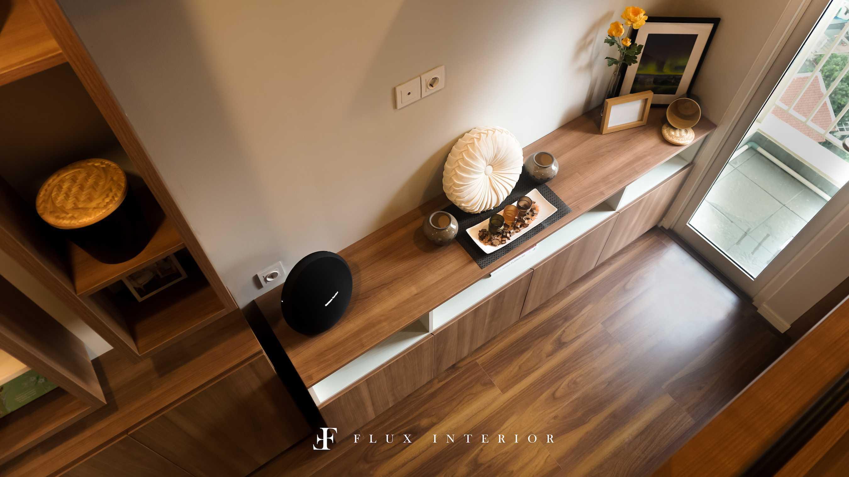 Flux Interior Loft-Style Studio Apartment At Madison Park Residences, West Jakarta Jakarta Barat, Kb. Jeruk, Kota Jakarta Barat, Daerah Khusus Ibukota Jakarta, Indonesia  View From Bed Area To Tv Credenza Minimalis  51840