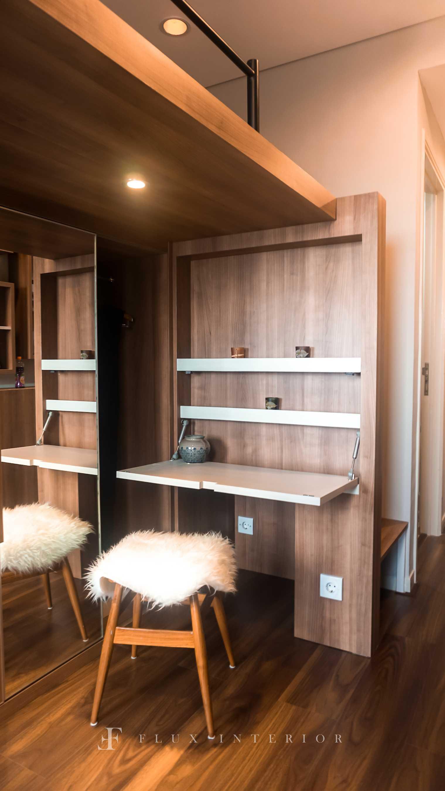 Flux Interior Loft-Style Studio Apartment At Madison Park Residences, West Jakarta Jakarta Barat, Kb. Jeruk, Kota Jakarta Barat, Daerah Khusus Ibukota Jakarta, Indonesia  View Make-Up Table And Drawer Minimalis  51843