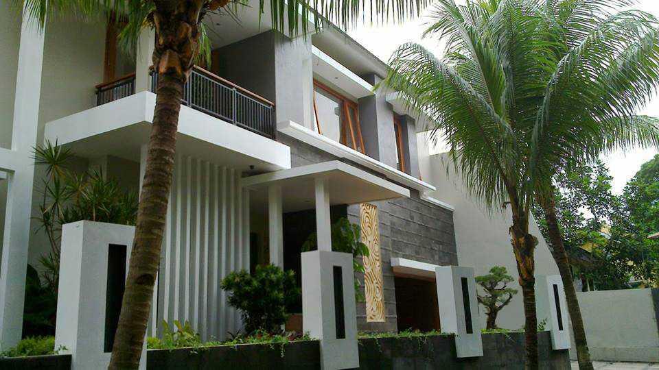 Aditya Wijaya / Studio Indirakasa Kalibata House Jakarta Jakarta Facade Tropis  15280