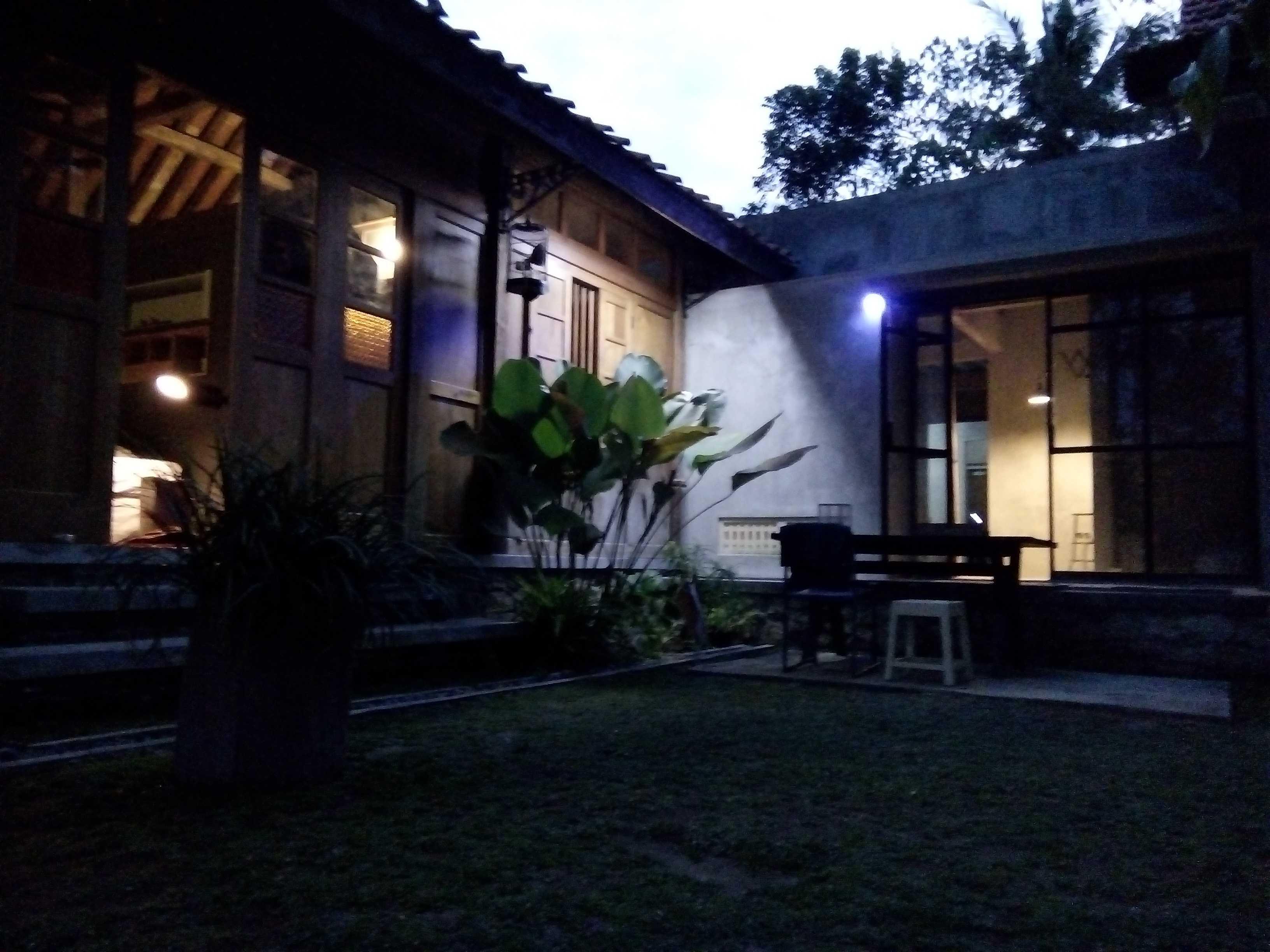 Aditya Wijaya / Studio Indirakasa Bangunjiwo House Yogyakarta Yogyakarta Halaman Tropis  16807