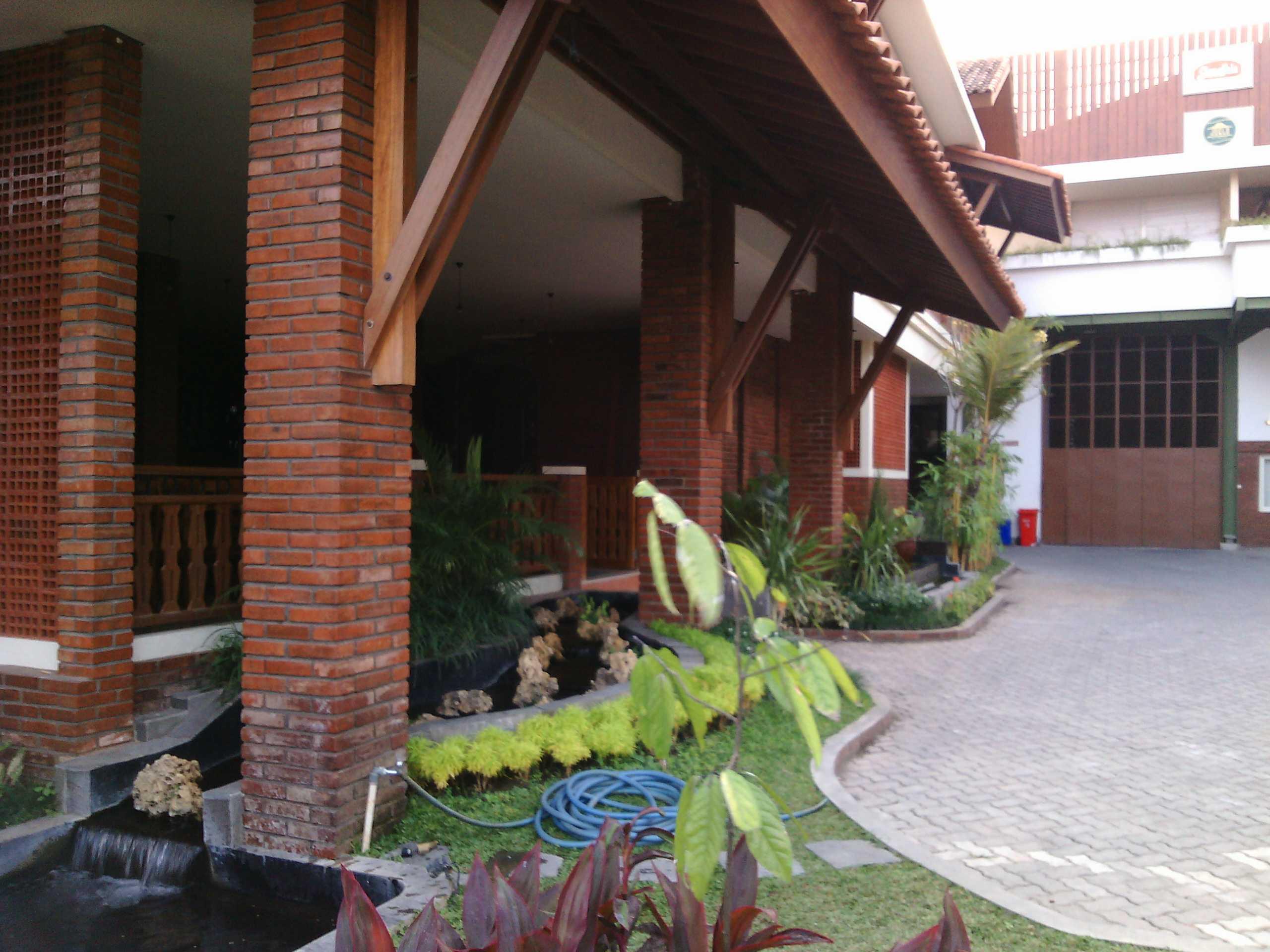 Aditya Wijaya / Studio Indirakasa Opique House Bantul ,yogyakarta Bantul ,yogyakarta Front Area   24988