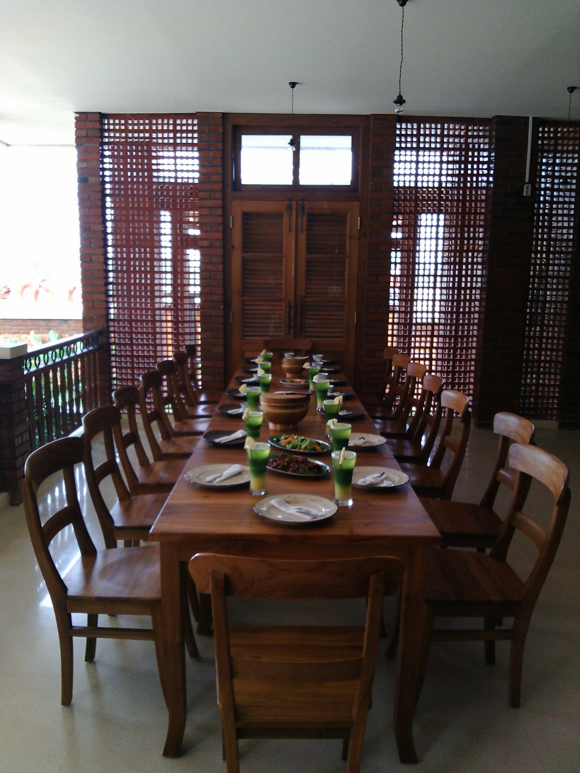 Aditya Wijaya / Studio Indirakasa Opique House Bantul ,yogyakarta Bantul ,yogyakarta Dining Area   24989