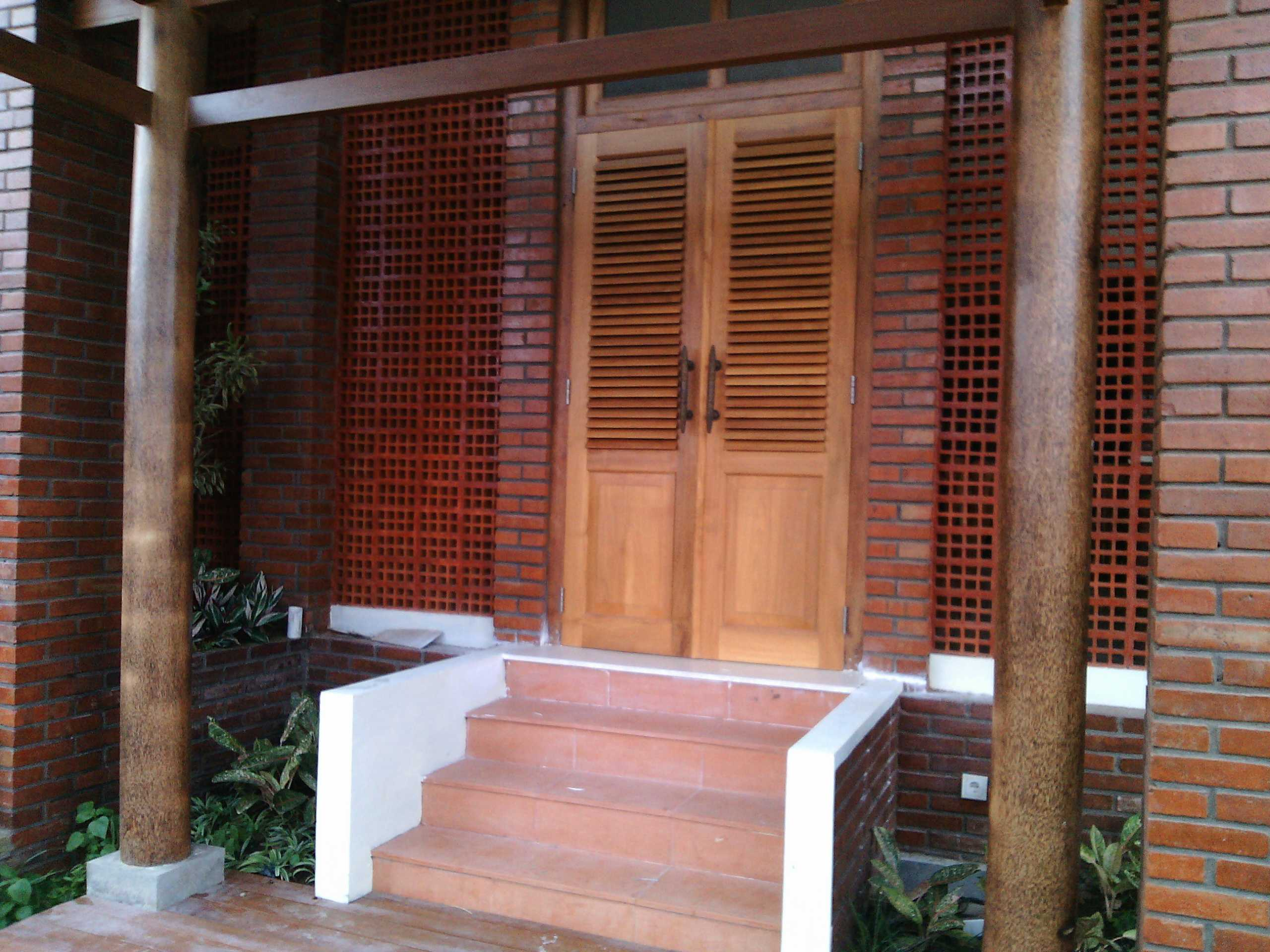 Aditya Wijaya / Studio Indirakasa Opique House Bantul ,yogyakarta Bantul ,yogyakarta Front Door   24990