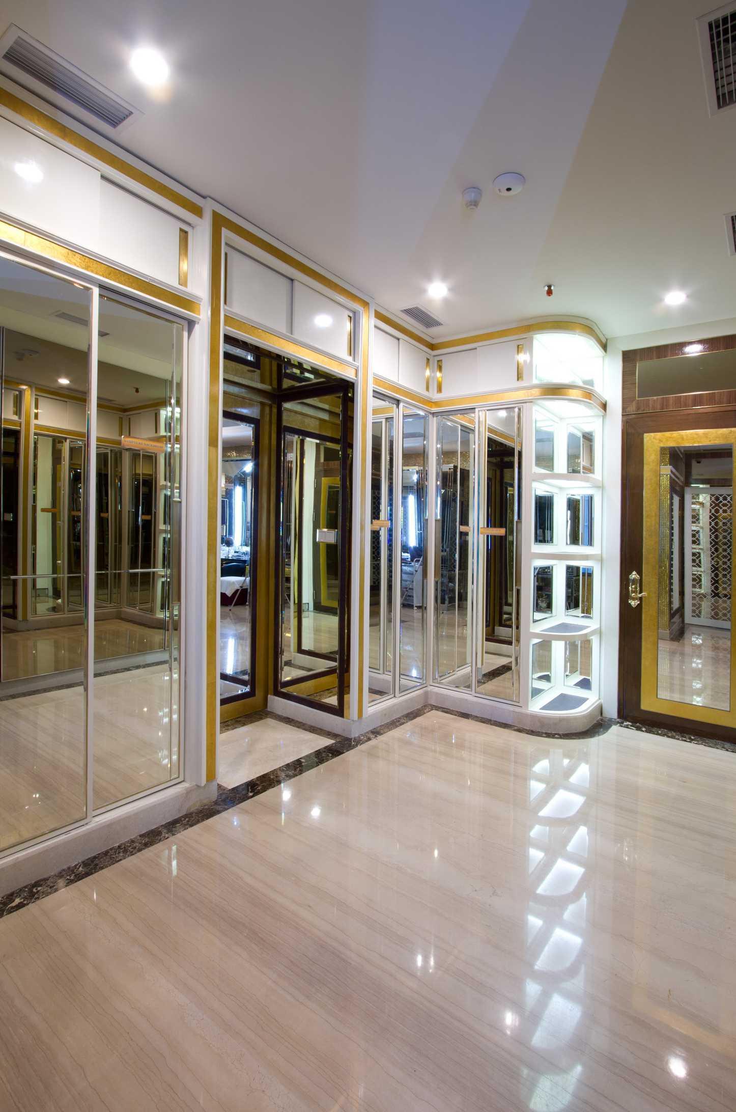 Pt Alradista Desain Indonesia Senopati Penthouse, Jakarta Senopati Jakarta Senopati Jakarta Walk In Closet  <P>Area Walk In Closet</p> 11150