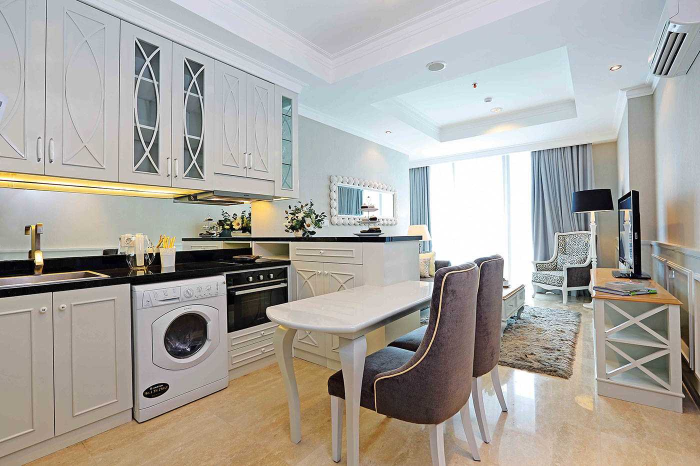 Yasinta Tri Wasiati Apartment Residence 8  Senopati Jakarta Jakarta Kitchen And Dining Room   12832