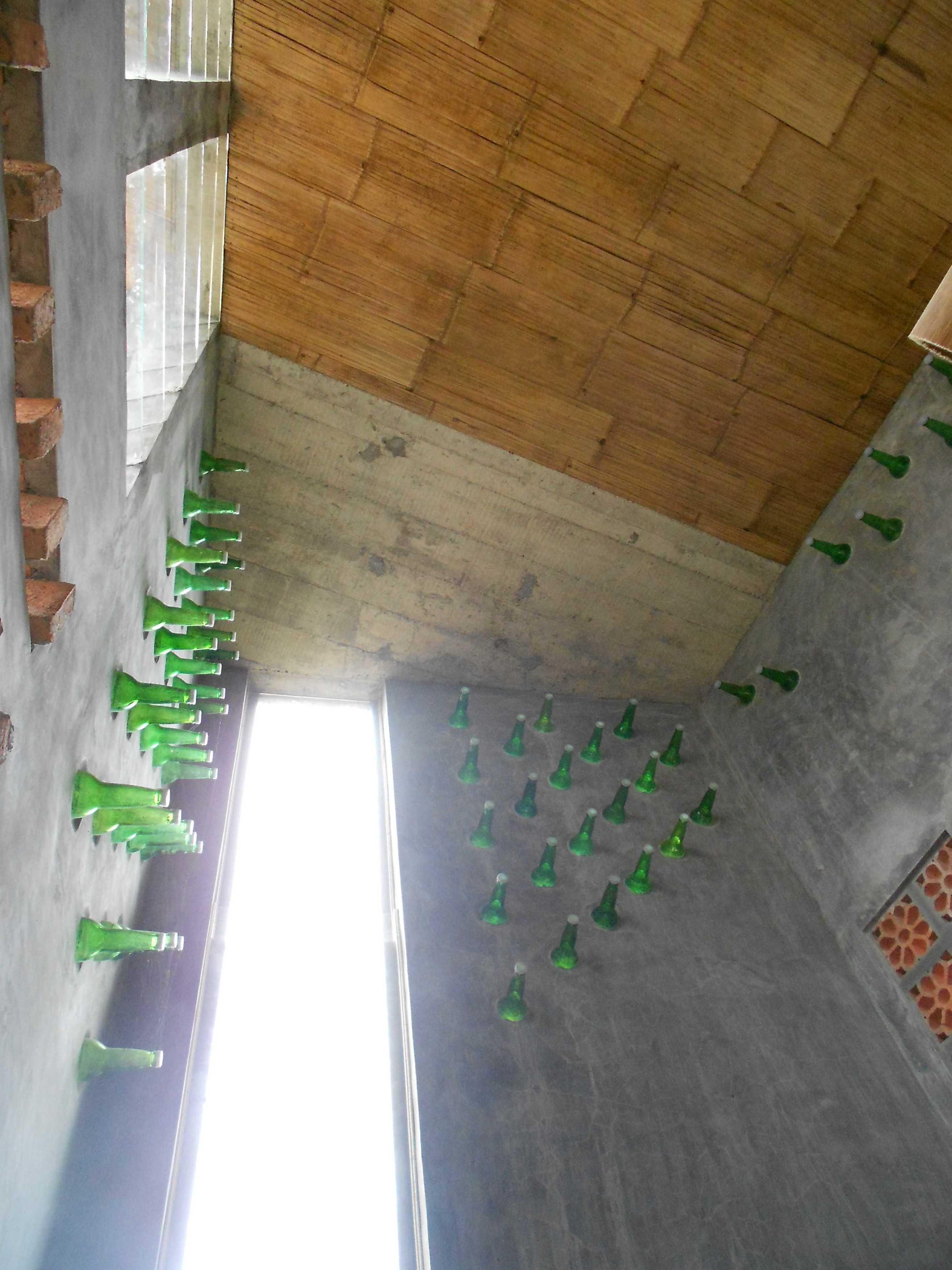 Mojo - Sketsarumah.com Rumah Toko Kroya Kroya Ceiling Tradisional  11832