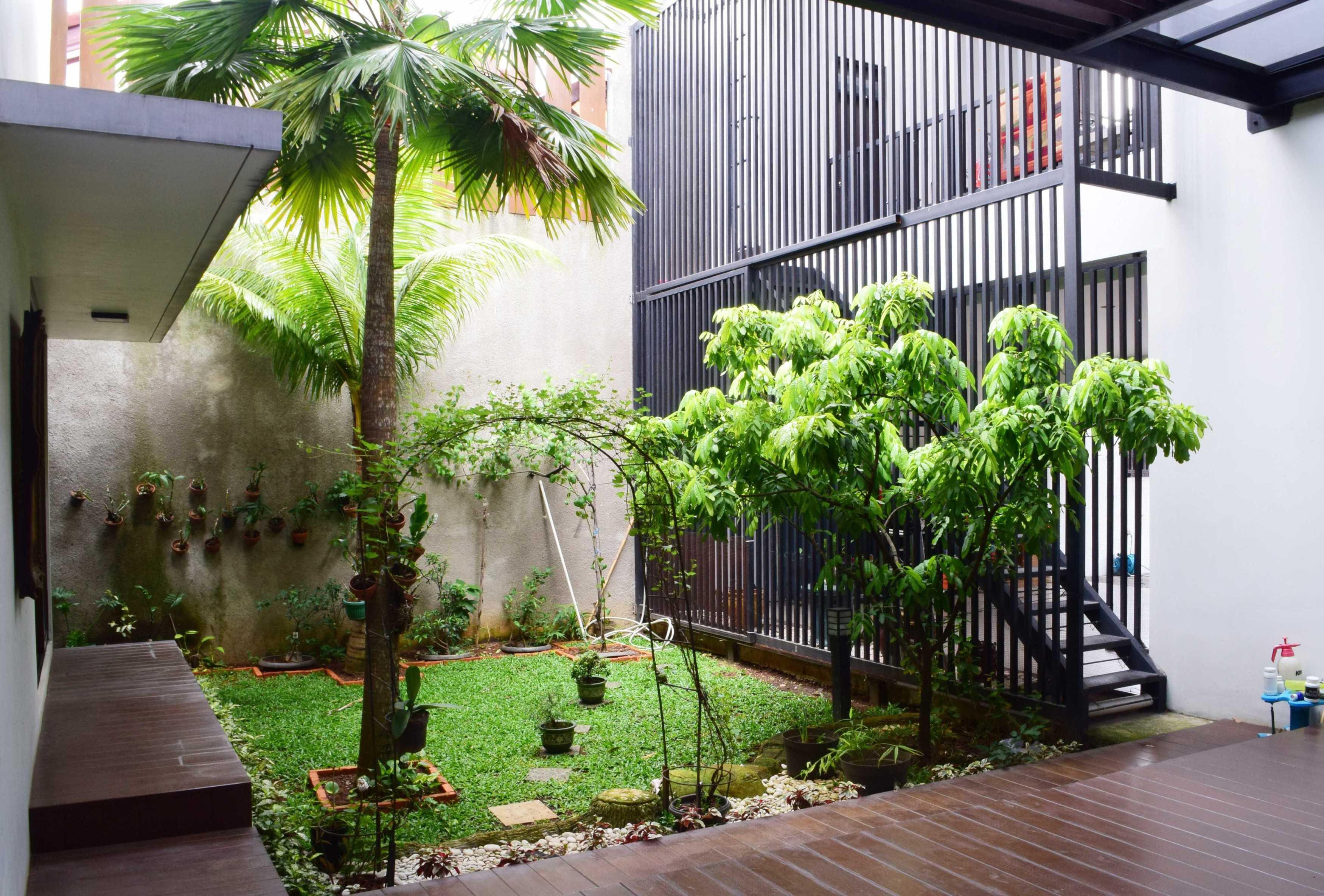 Ashari Architects Kalibata House Jakarta, Indonesia Jakarta, Indonesia Garden-Area Kontemporer  11896