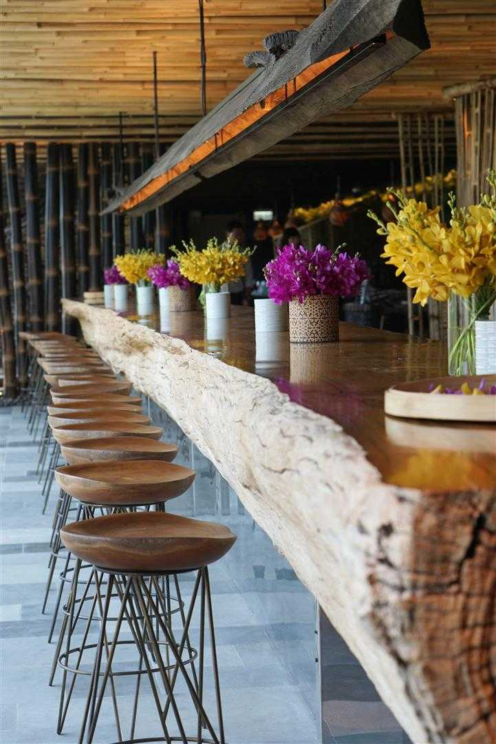 Agung Budi Raharsa | Architecture & Engineering Tri - Balinese Restaurant In Hong Kong 3Rd Floor The Pulse Building, Lido Complex, Repulse Bay, Hong Kong 3Rd Floor The Pulse Building, Lido Complex, Repulse Bay, Hong Kong Long Table Daylight Tropis <P>A 14,5 Meter Long Extraordinary Rare Teak Log The Communal Table For 40 Seats At Daylight</p> 12209