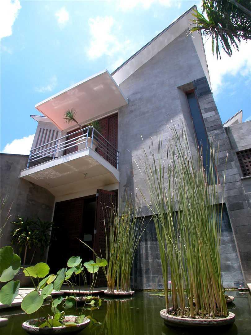 Agung Budi Raharsa   Architecture & Engineering Shark House - Bali Bali, Indonesia Ketewel, Bali Pond   12478