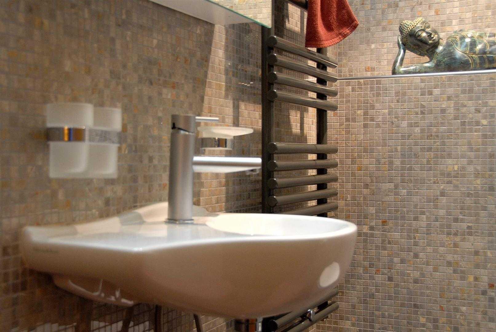 Agung Budi Raharsa | Architecture & Engineering Lenk Hotel - Switzerland Switzerland Switzerland Bathroom-4 Minimalis  12777