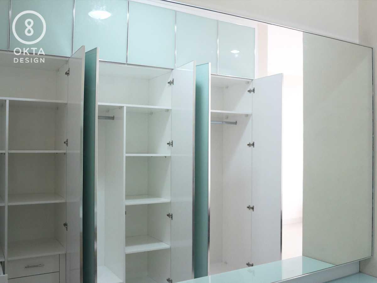 Okta Design Master Bedroom Jl. Bogor Nirwana Residence, Mulyaharja, Bogor Sel., Kota Bogor, Jawa Barat 16135, Indonesia Bukit Nirwana Residence,bogor Closet Modern  18124