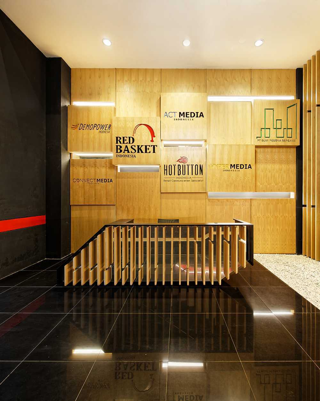 Delution Omg Office Jl. Deplu Raya No.8, Rt.3/rw.3, Bintaro, Pesanggrahan, Kota Jakarta Selatan, Daerah Khusus Ibukota Jakarta 12330, Indonesia Jakarta, Indonesia Lobby-Area Minimalis  12323