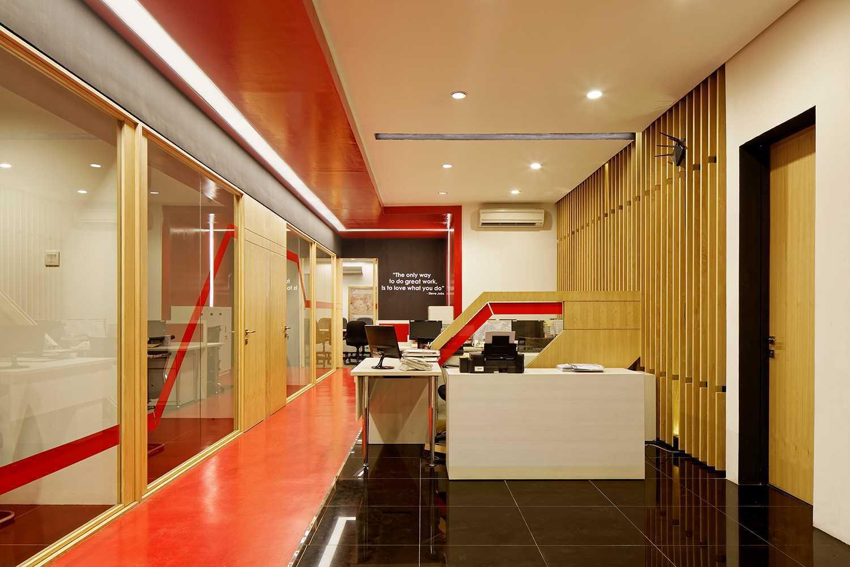 Delution Omg Office Jl. Deplu Raya No.8, Rt.3/rw.3, Bintaro, Pesanggrahan, Kota Jakarta Selatan, Daerah Khusus Ibukota Jakarta 12330, Indonesia Jakarta, Indonesia Office-Interior Minimalis  12331