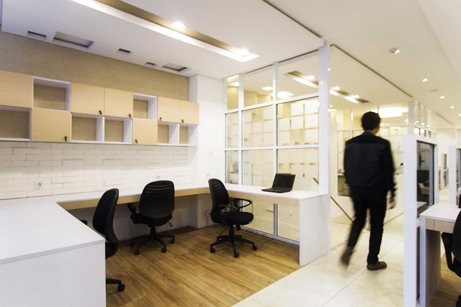 Delution Bpb Office Jl. Deplu Raya No.8, Rt.3/rw.3, Bintaro, Pesanggrahan, Kota Jakarta Selatan, Daerah Khusus Ibukota Jakarta 12330, Indonesia Jakarta, Indonesia Employee-Area Modern  12521