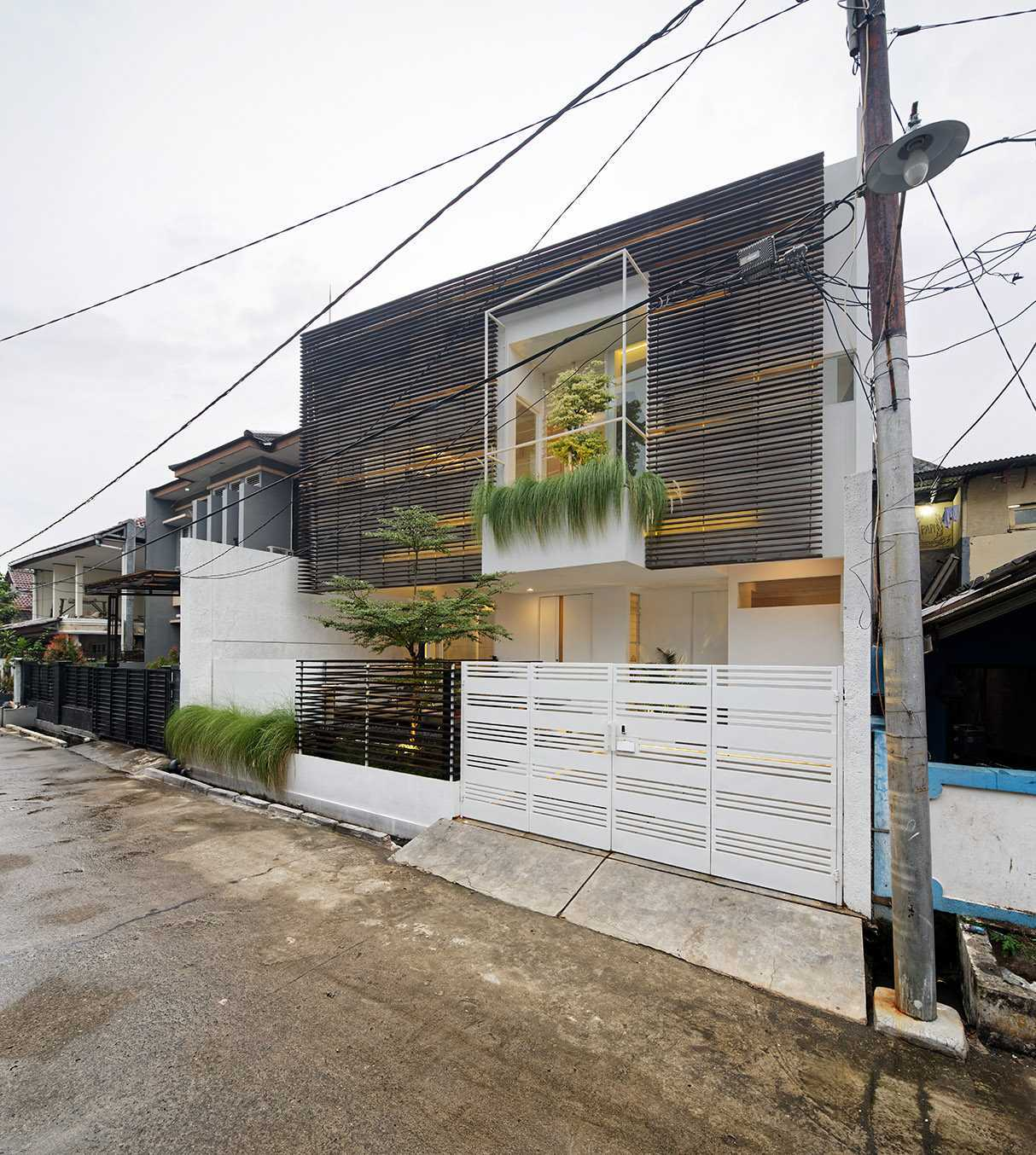 Delution Inset House Jatibening, Pondokgede, Bekasi City, West Java, Indonesia Jatibening, Pondokgede, Bekasi City, West Java, Indonesia Side View Kontemporer,modern  36733