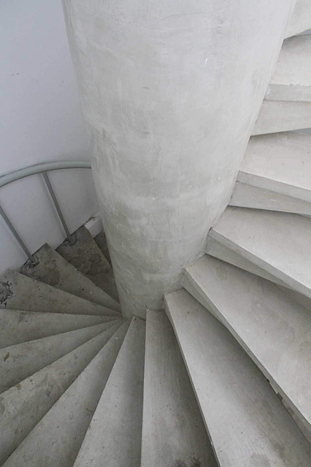 Arkitekt.id A House Bandung Bandung Stairs  <P>Precast Concrete Spiral Stairs</p> 18902