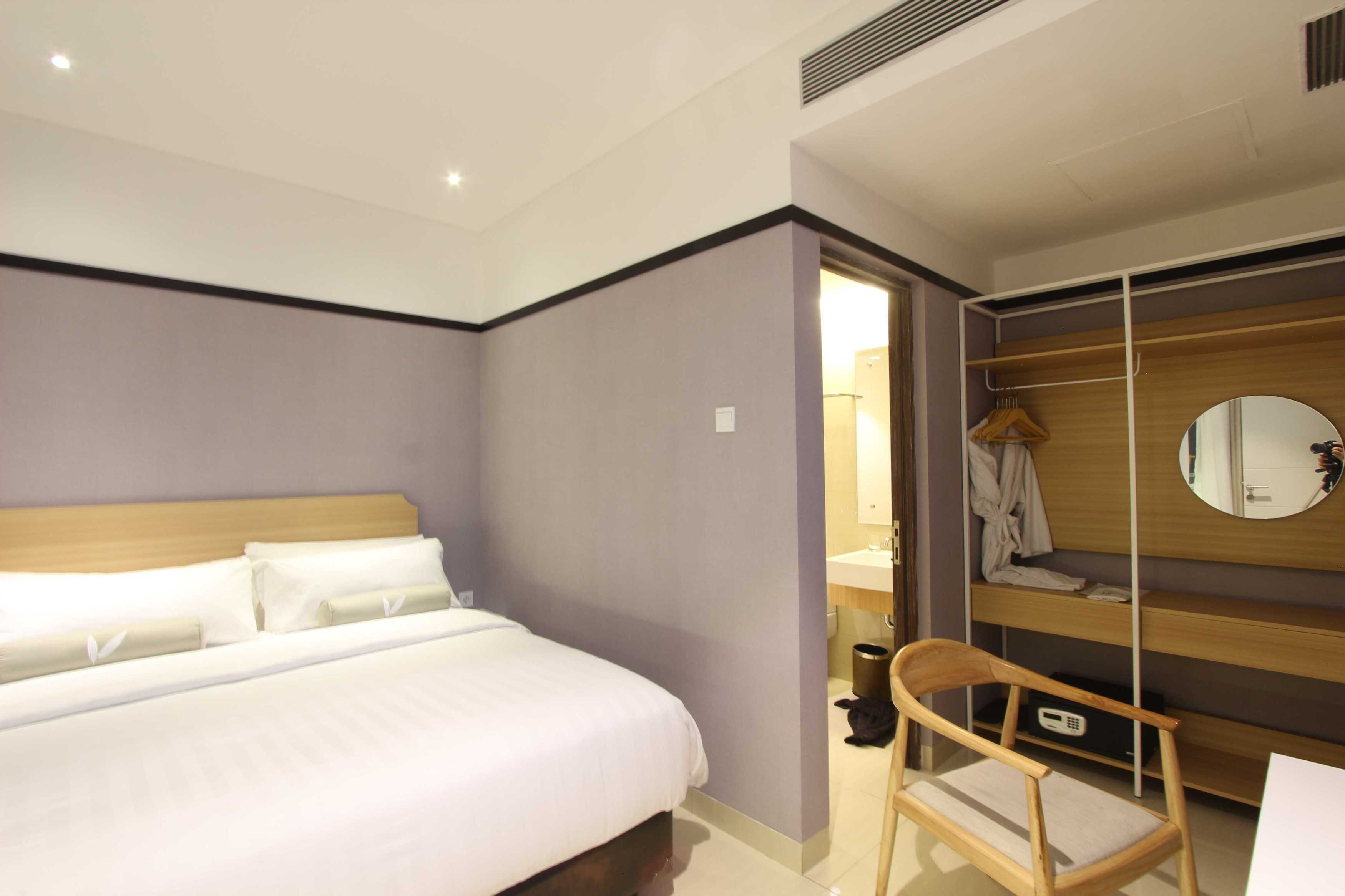 Arkitekt.id Executive Suite Room No 2 Clove Garden Hotel, Bandung Clove Garden Hotel, Bandung Bedroom Kontemporer  29458