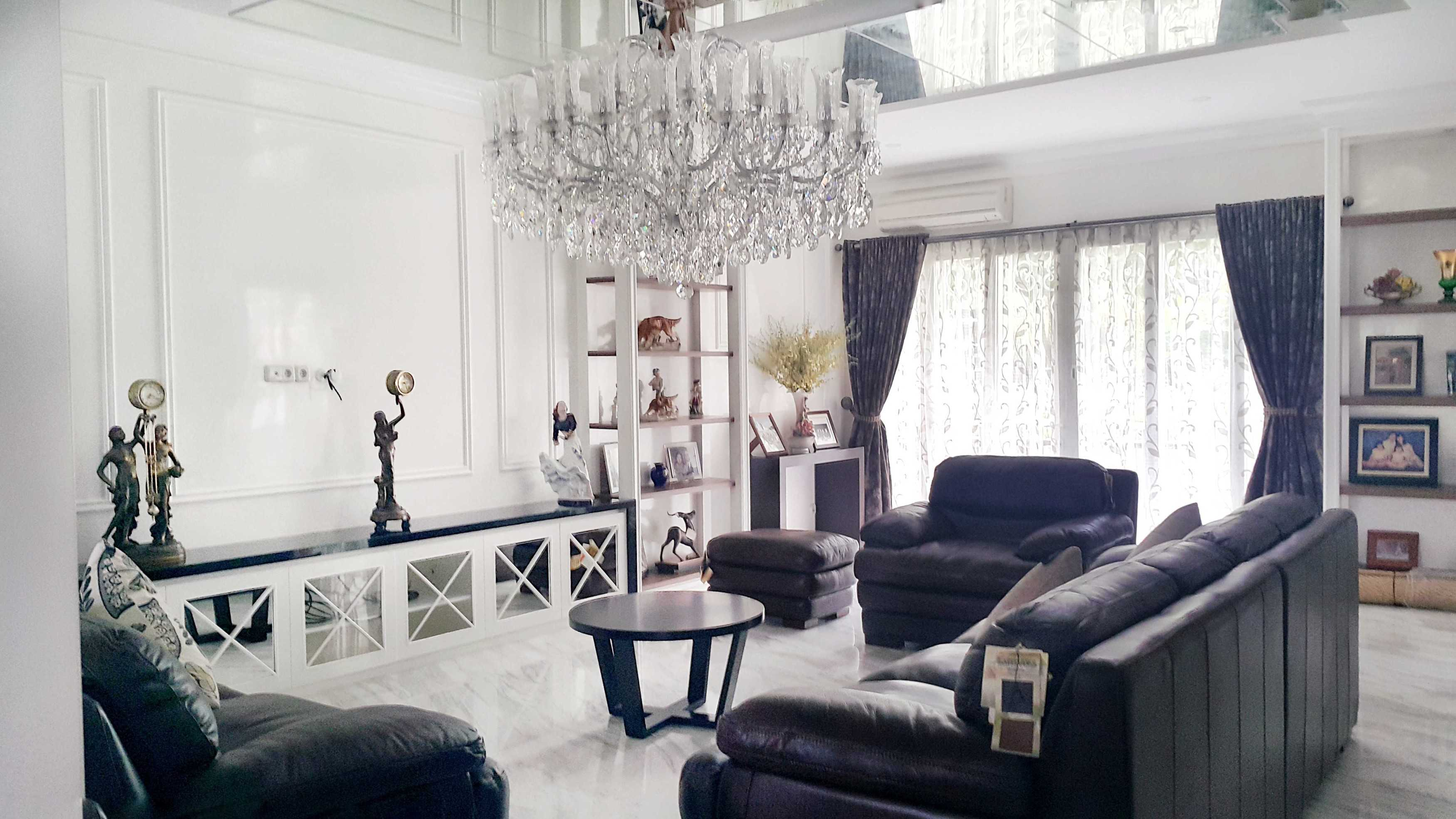 7Design Architect Mr. H House At Spring Hill Spring Hill Golf Residence, Kemayoran Spring Hill Golf Residence, Kemayoran Living Room Modern  18533