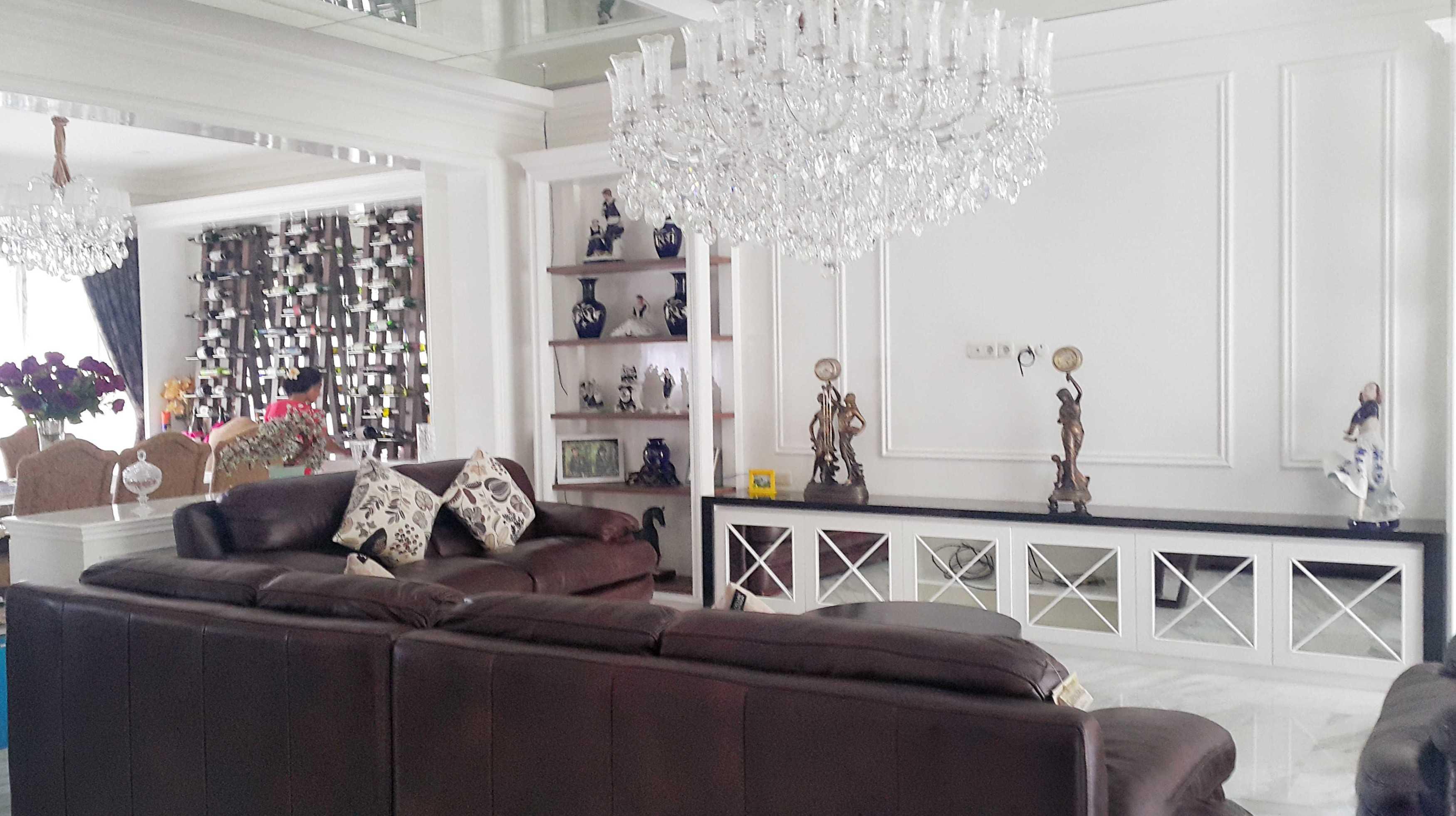 7Design Architect Mr. H House At Spring Hill Spring Hill Golf Residence, Kemayoran Spring Hill Golf Residence, Kemayoran Living Room Klasik  18534