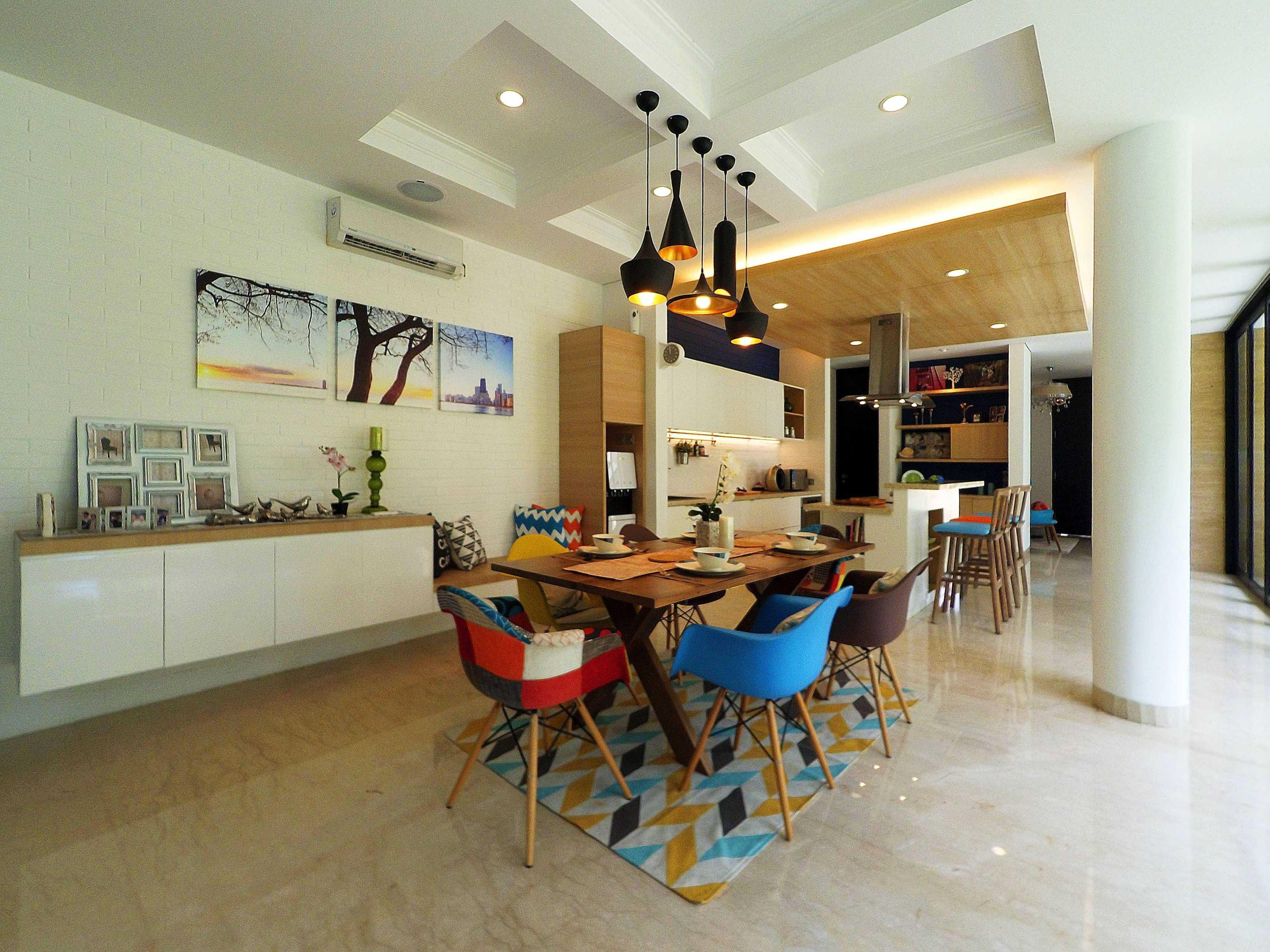 Dezan Studio Interior - Pantry & Dining Pondok Indah, Jakarta Pondok Indah, Jakarta Dining Area Minimalis  19394