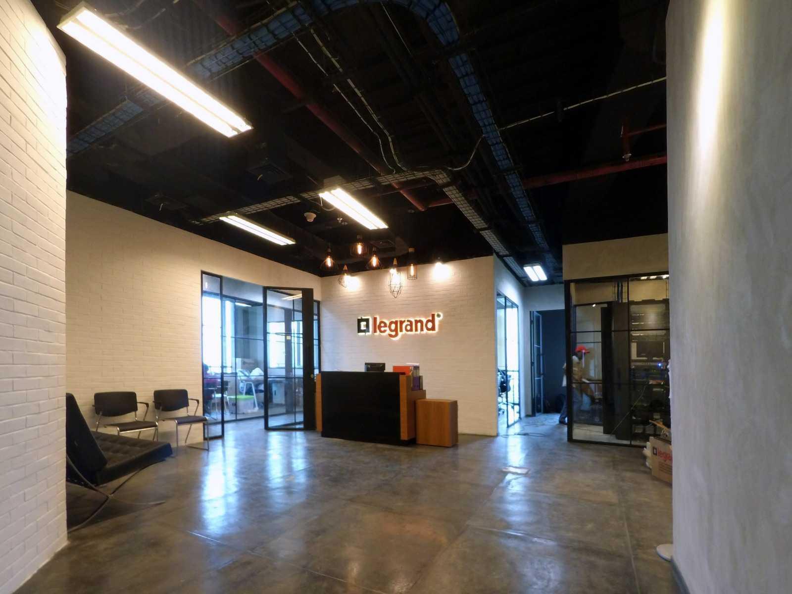 Arkadia Works Legrand Head Office Renovation Generali Tower 15Th Floor Generali Tower 15Th Floor Lobby Area Industrial  14376