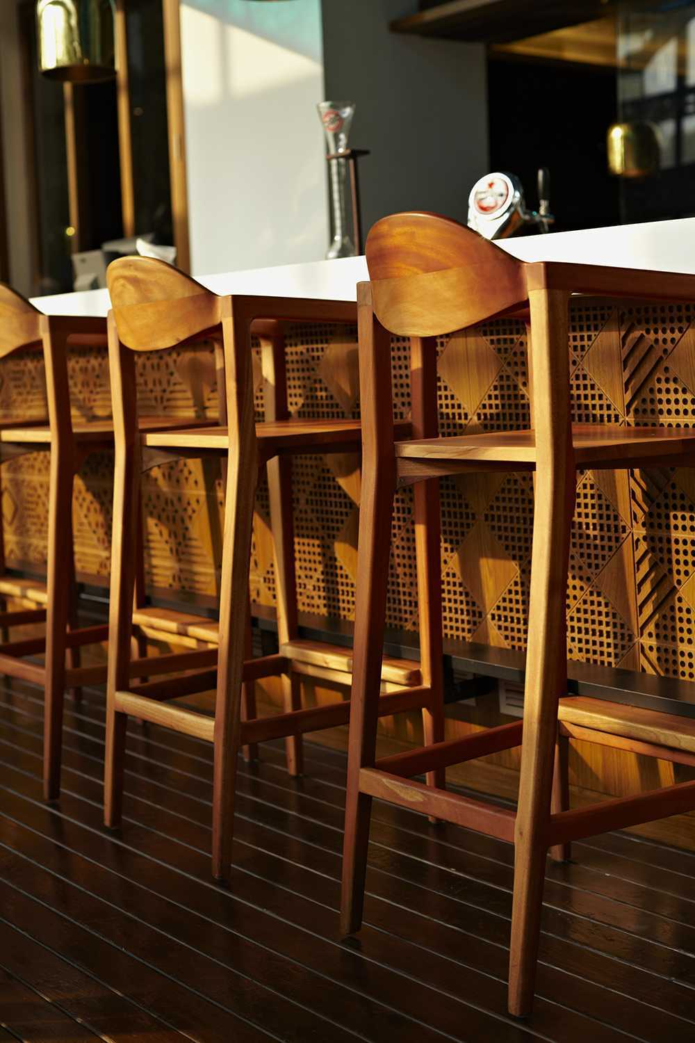 Alvin Tjitrowirjo, Alvint Studio Dapour & 100 Bar And Eatery Hotel Atlet Century Park Senayan Hotel Atlet Century Park Senayan Interior Detail Kontemporer <P>Bespoke Barstool Made Out Of Sold Mahogany Covers The Lasercut Patterned Barfront&nbsp;</p> 15606