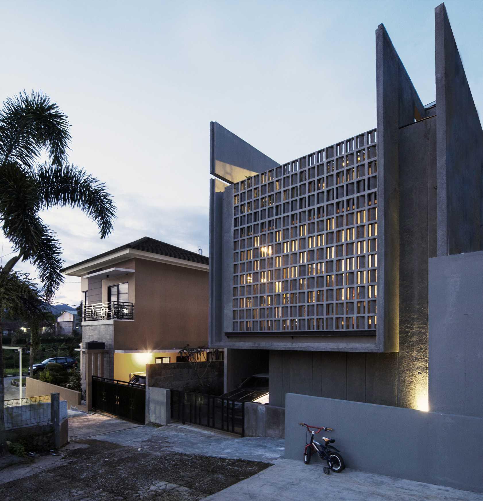 Eben The Mighty Mini - Conformable Minimax House Bandung Bandung Front-Elevation-4-Leo-Kawun   16110