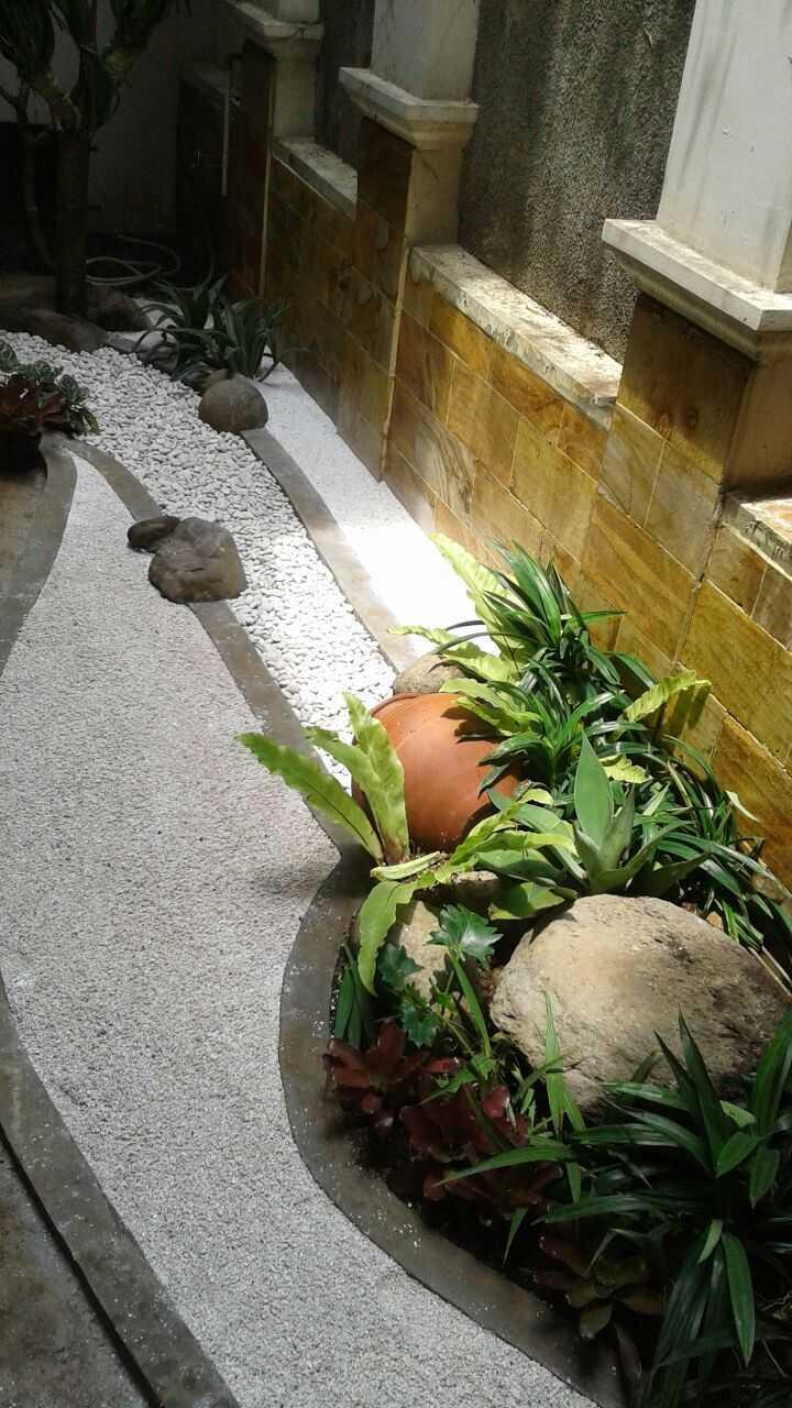 Afina Rahmani Design & Built Balinese Garden Pulomas - Jakarta Timur Pulomas - Jakarta Timur Taman Belakang   24091