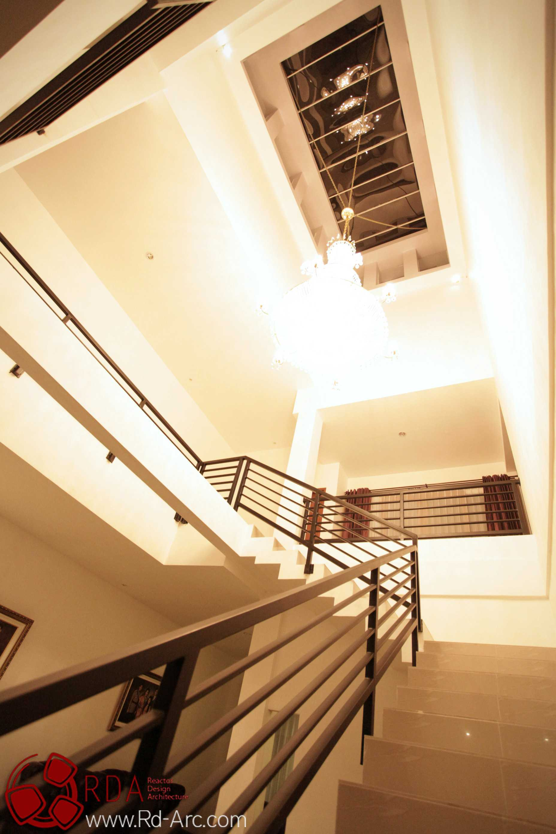 Farid  Rachmansyah Tropical Cube Grand City Regency Surabaya Grand City Regency Surabaya Stairs And Ceiling Tropis  16841