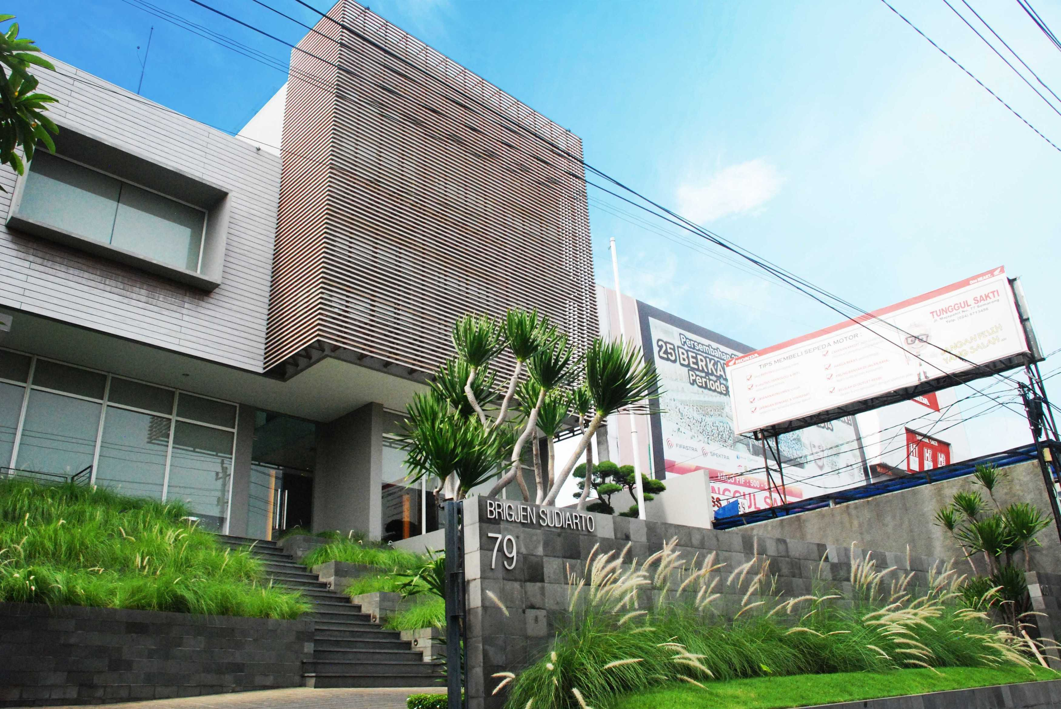 Tamara Wibowo An Office To Work And Live Semarang Semarang Headofficesaprotan-Sidefacade Kontemporer  27934