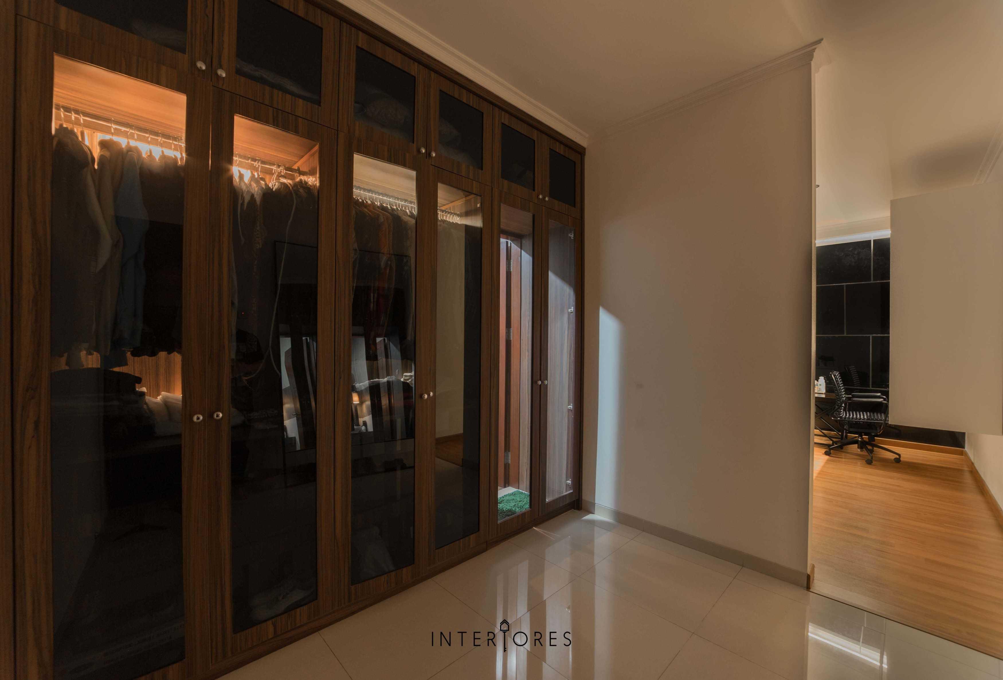 Interiores Interior Consultant & Build Greta 90 Bintaro Bintaro Closet Kontemporer  17673