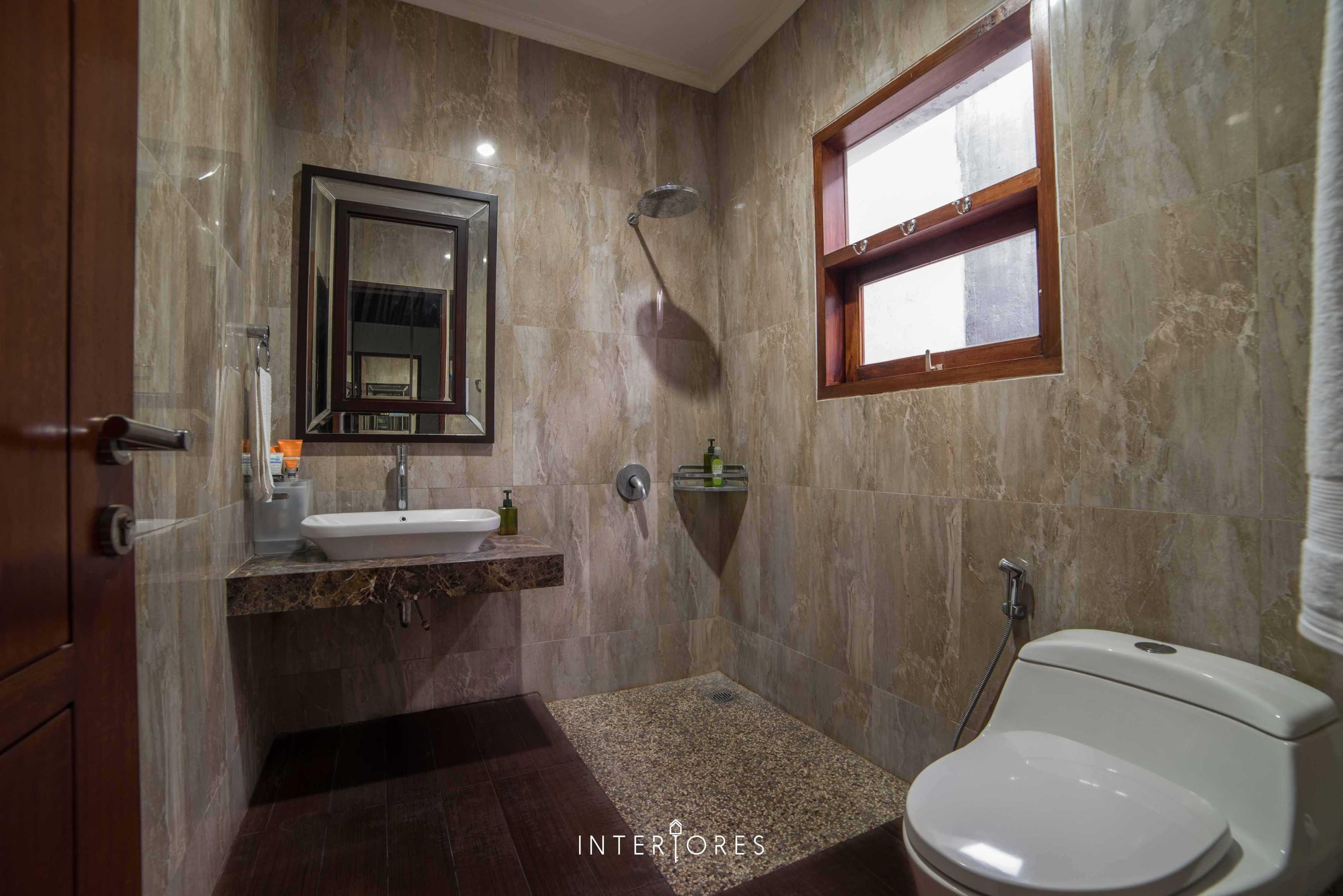 Interiores Interior Consultant & Build Greta 90 Bintaro Bintaro Bathroom Kontemporer  17681