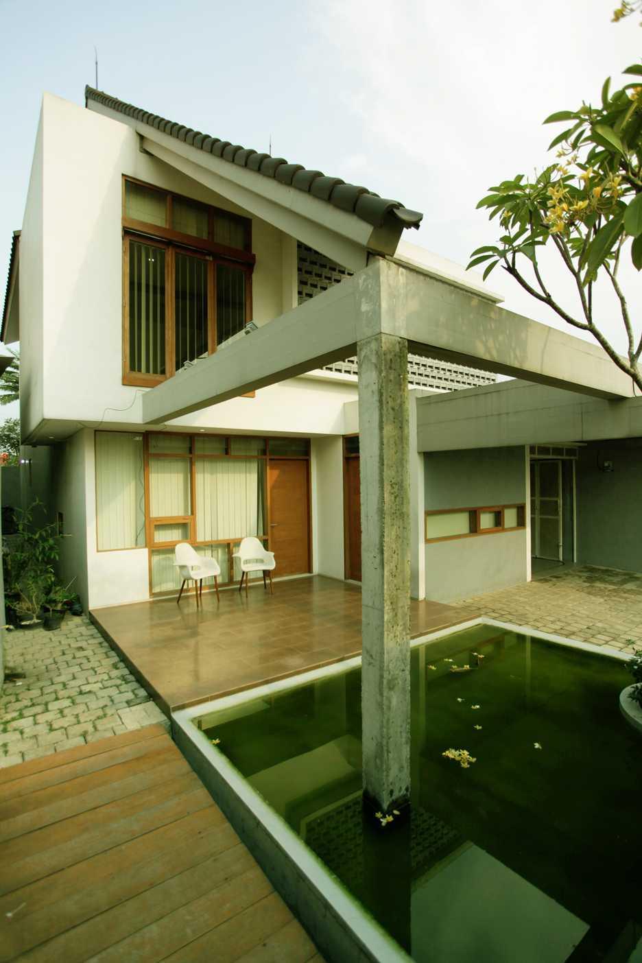 Armeyn Ilyas Doctor House Kelapa Dua Wetan, Ciracas, East Jakarta City, Jakarta, Indonesia Jakarta Front Area Modern  17741