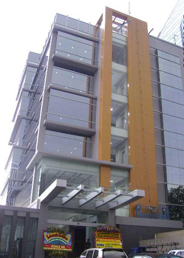 Kurniadi Sugiarta Grha Datacomm Jl. Kapten Tendean, Jakarta Jl. Kapten Tendean, Jakarta Facade1A4   22519