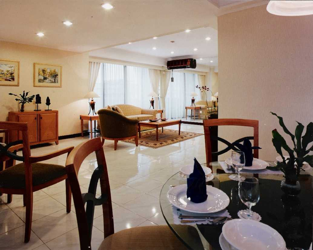 Kurniadi Sugiarta Four Season Apartment Jakarta Jakarta Dining To Living View Kontemporer  22660