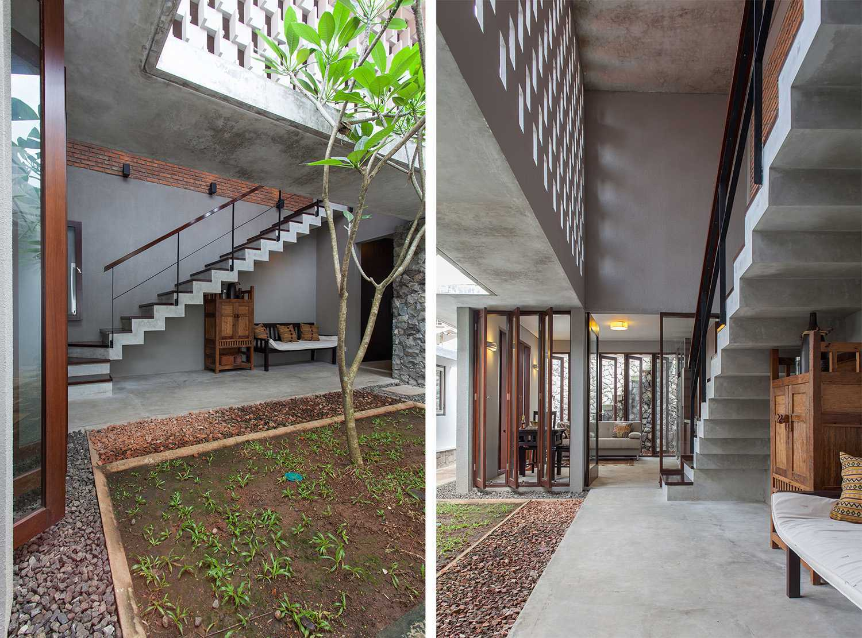 I N S P I R A T I O Cipete House Jakarta Selatan Jakarta Selatan Stairs Modern,tropis  19224