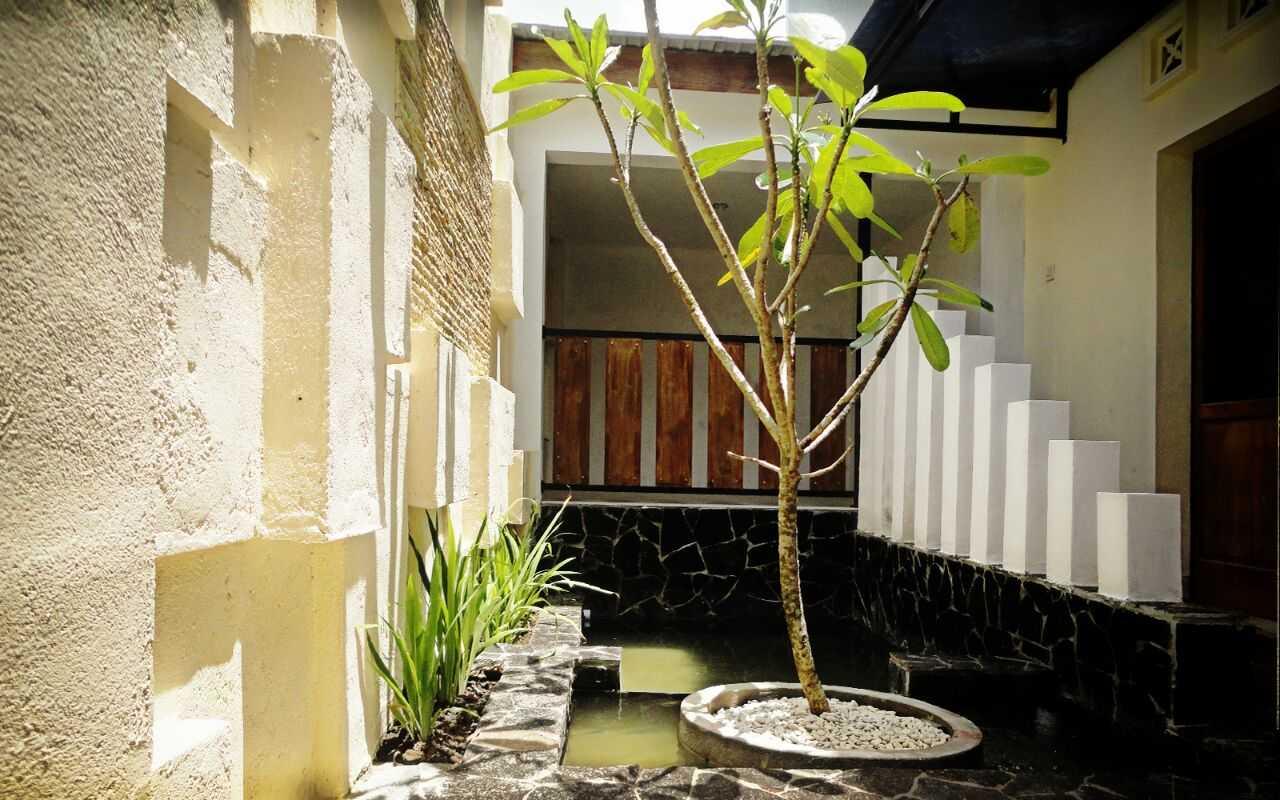 Indoneosian Architect Rumah Sentralungu (Renovasi) Cebongan, Sleman, Yogyakarta Cebongan, Sleman, Yogyakarta Pond   19830