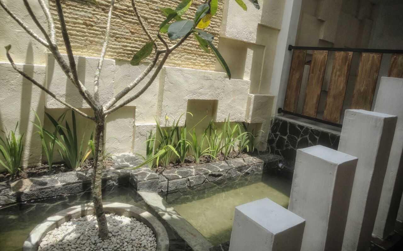 Indoneosian Architect Rumah Sentralungu (Renovasi) Cebongan, Sleman, Yogyakarta Cebongan, Sleman, Yogyakarta Pond   19834